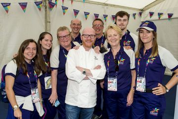 Gary Maclean and Volunteers | Bildquelle: SNS_Group
