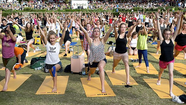 Yoga beim Internationalen Deutschen Turnfest 2017 | Bildquelle: Minkusimages